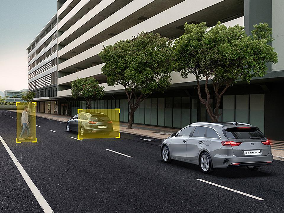 Sistem de asistare evitare coliziune frontală cu automobilul din față (FCA - FORWARD COLLISION-AVOIDANCE ASSIST)